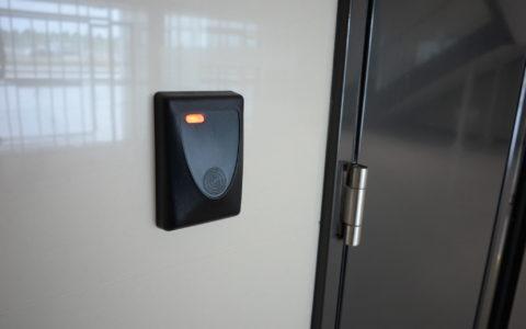 Ččtečka přístupových karet a jiných RFID prvků