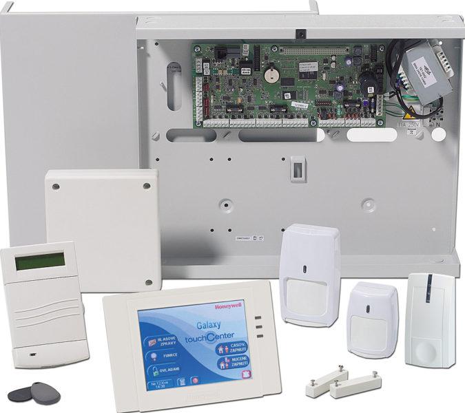Sestava prvků, které jsou používány při instalaci EZS.